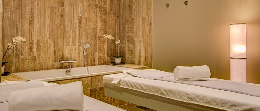 France_Alpe-dHuez_Hotel_le_royal_ours_blanc_treatment_room.jpg